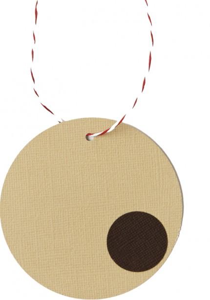 4. Stansa ett litet hål och trä igenom en tråd eller ett snöre.