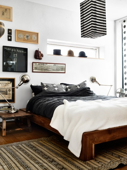 sovrum-tavelvägg-snygg-säng-lampor foto andrea papini