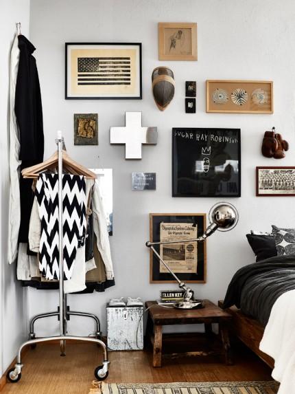 tavelvägg-hänga-konst-inspiration-sovrum-klädstang foto andrea papini