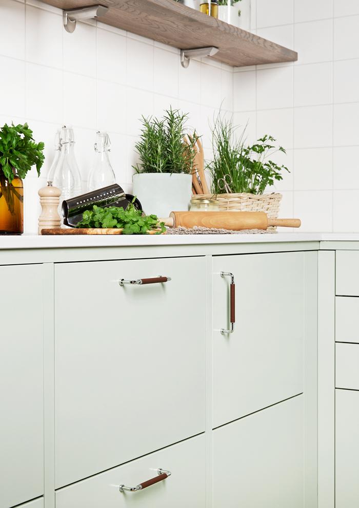 Satsa på mjuka färger, trä och obehandlat skinn i köket! ELLE Decoration