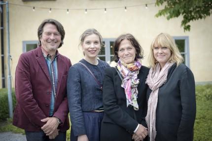 Svante Öquist och Karin Ohlsson-Leijon från ELLE Decoration med designskribenten Charlotte Brundin och ELLE Mat & Vins chefredaktör Suzanne Ribbing.