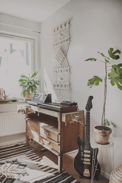 sovrum inspiration snickarbänk växter foto anna malmberg