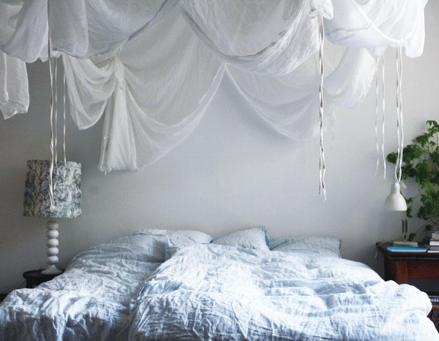Höj mysfaktorn i sovrummet med en sänghimmel ELLE Decoration