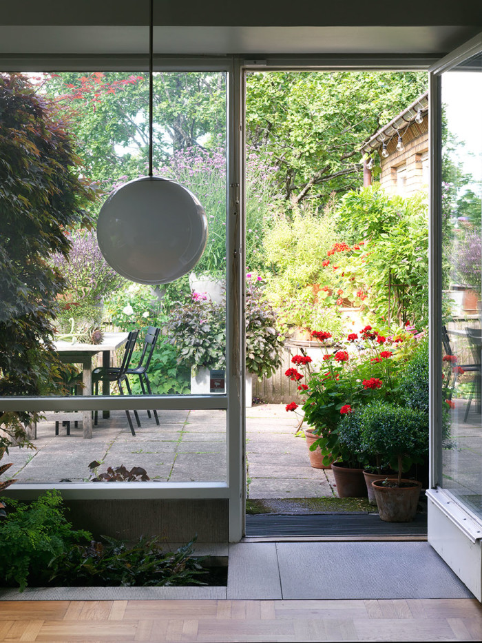 Villa_Sundahl_tradgard_garden_view_retro_lamp_Foto_Stellan_Herner