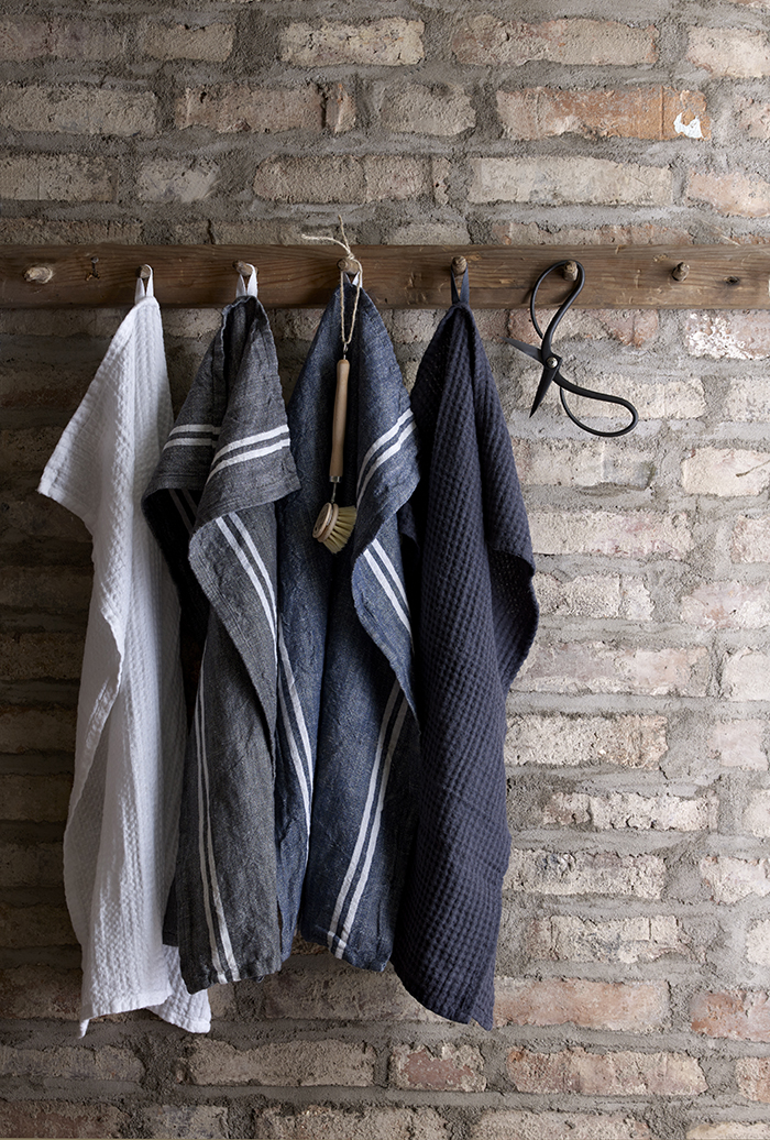 Photo: Style and looks Hem w35 Launch: 2016-35 AD: Katarina Söderberg Photo planning: 2016-05-23 - 2016-06-03 Search term: 16_Q3_2_HEM Image name: AAIQ Image content: 66-2840 Pedistal Kelly Dia 35 Grå