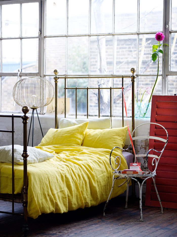 Hans_blomquist_sang_bed_yellow