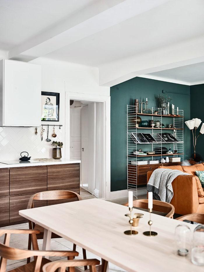 inredning_green_wall_gron_vagg_strin_forvaring_livingroom_vardagsrum