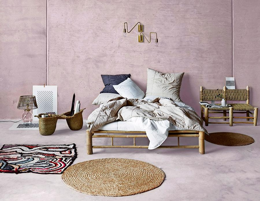Att inreda sovrummet i ljuvliga rosa toner är en av årets hetaste trender.