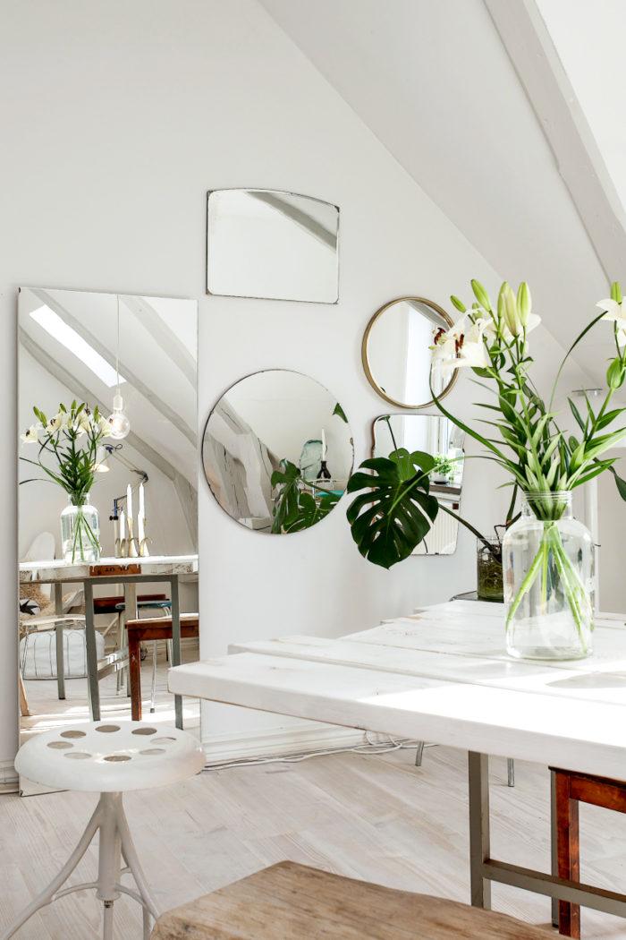 Spegelvägg i lufitgt och ljust loft i Malmö. Mäklare Erik Olsson.