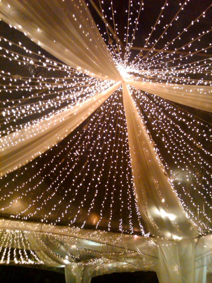 Ljusslingor i taket, bröllopsinspiration.
