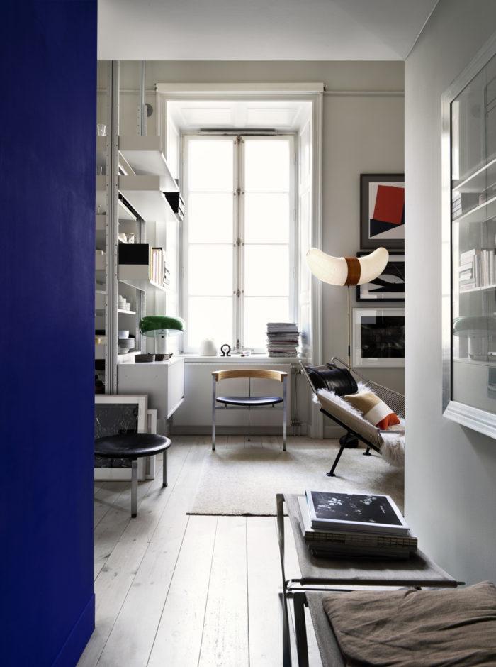 en bild på en hall som leder in till kök och vardagsrum