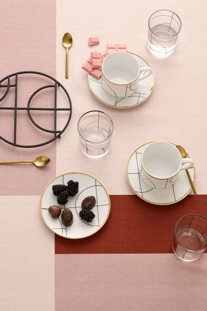 Pink table cloth. H&M Home.