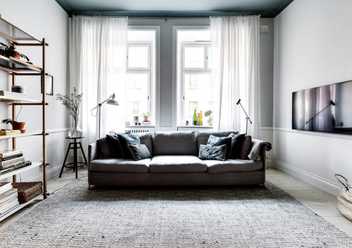 Blue painted ceiling in an apartment in Stockholm. Scandinavian styled livingroom.