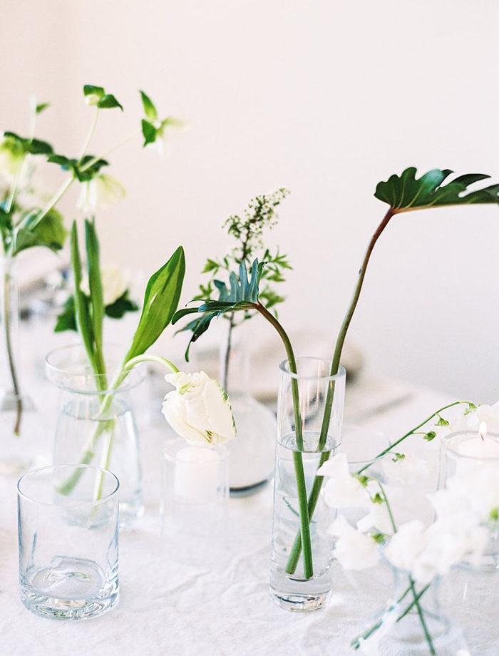 Gör blomsterarrangemangen till bröllopet och festen själv