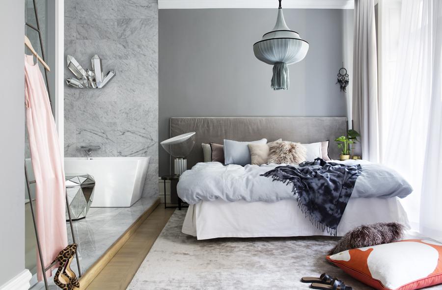 sovrum och badrum i ett