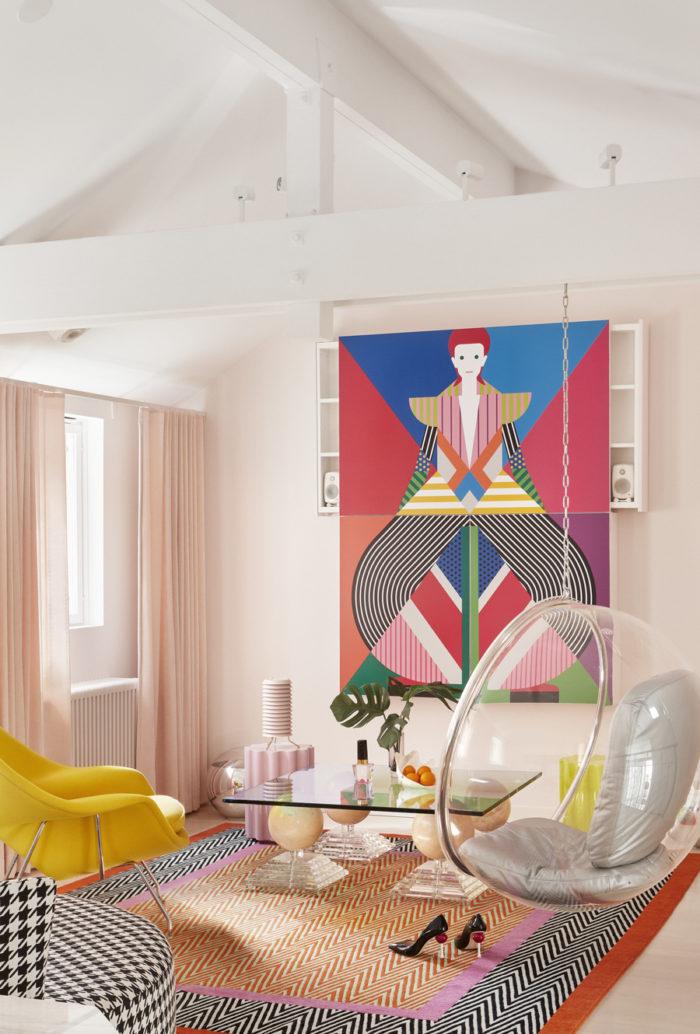 Färgstarkt vardagsrum med mjuka pasteller och grafiska inslag