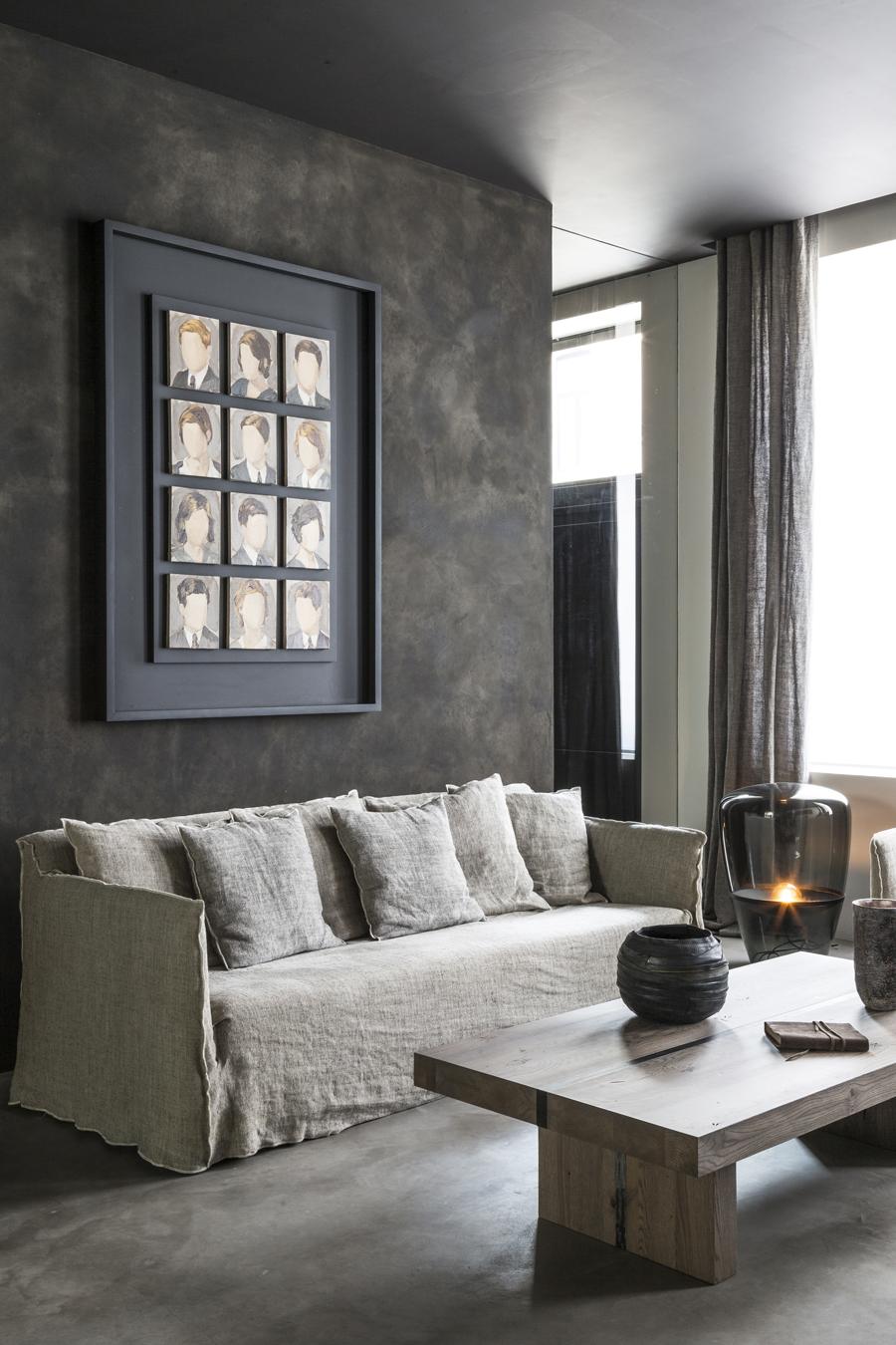 vardagsrum med soffa i linne