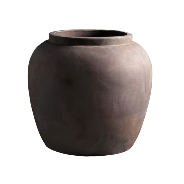 Rejäl kruka i all sin enkelhet, 50x45 cm, ca 2 580 kr, Tine K Home.