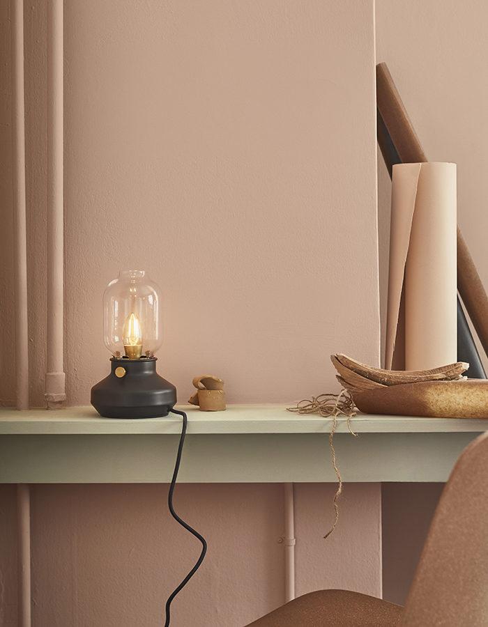 Ikeas höstnyheter – lampa i svart och glas