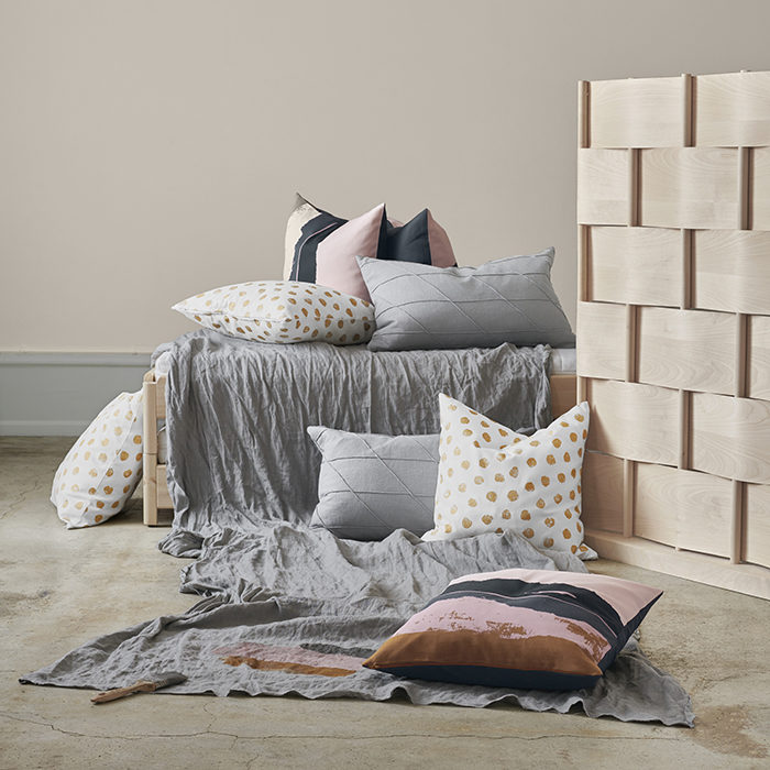 Ikeas höstnyheter – kuddar i pasteller och grått