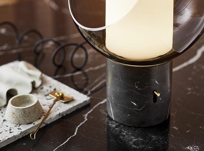 Ikeas höstnyheter – bordslampa i glas och marmor