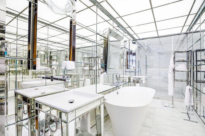 Baño del hotel en Le Royal Monceau en París