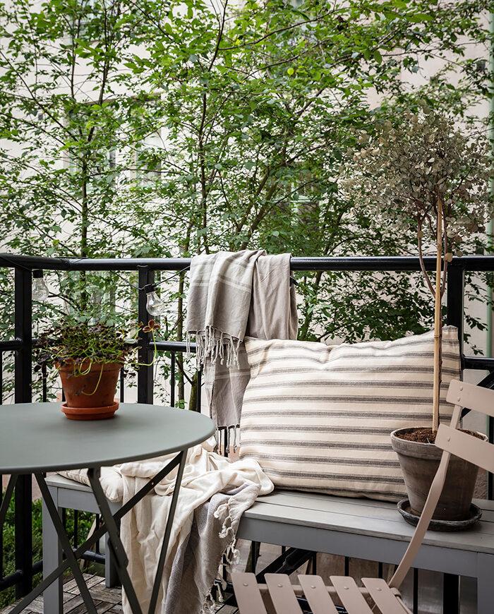 Balcón escandinavo, lujoso y compacto