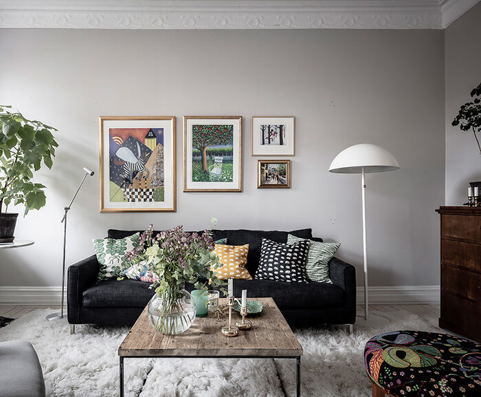 Mezcle patrones en los textiles: aquí en la sala de estar con textiles de Svenskt Tenn
