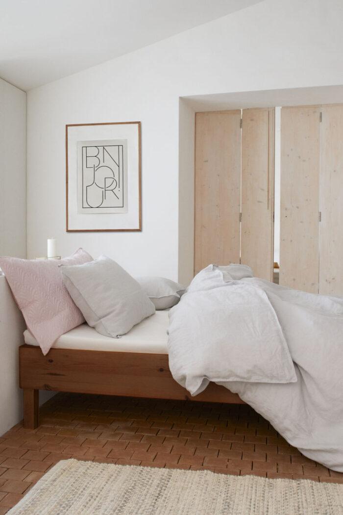 Skapa rum i rummet i sommarstugan med en skärmvägg eller vikbar dörr