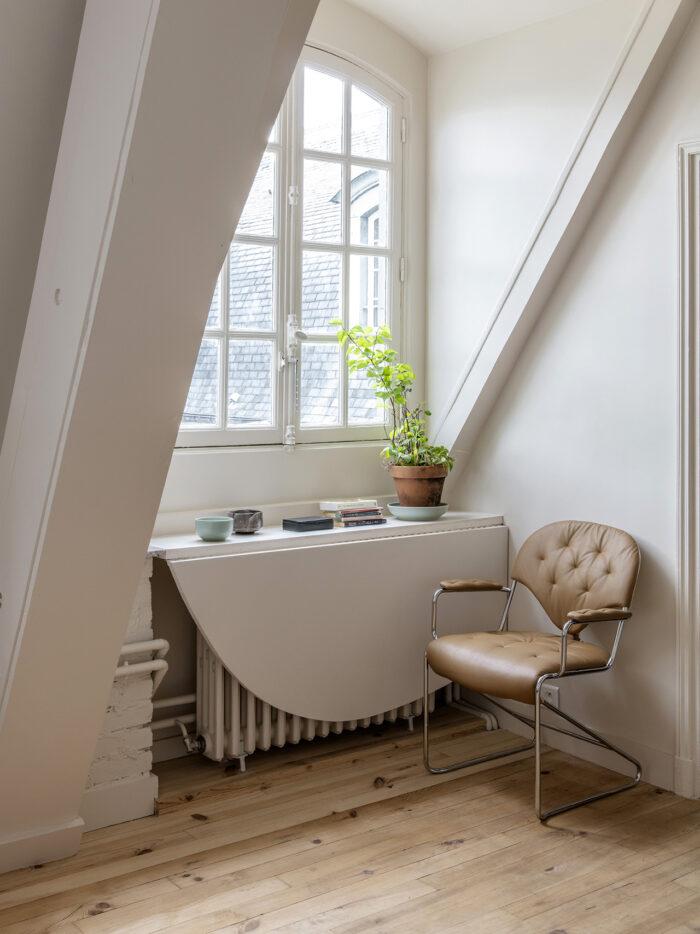 Skapa en flexibel yta vid ett fönster med ett fällbart bord