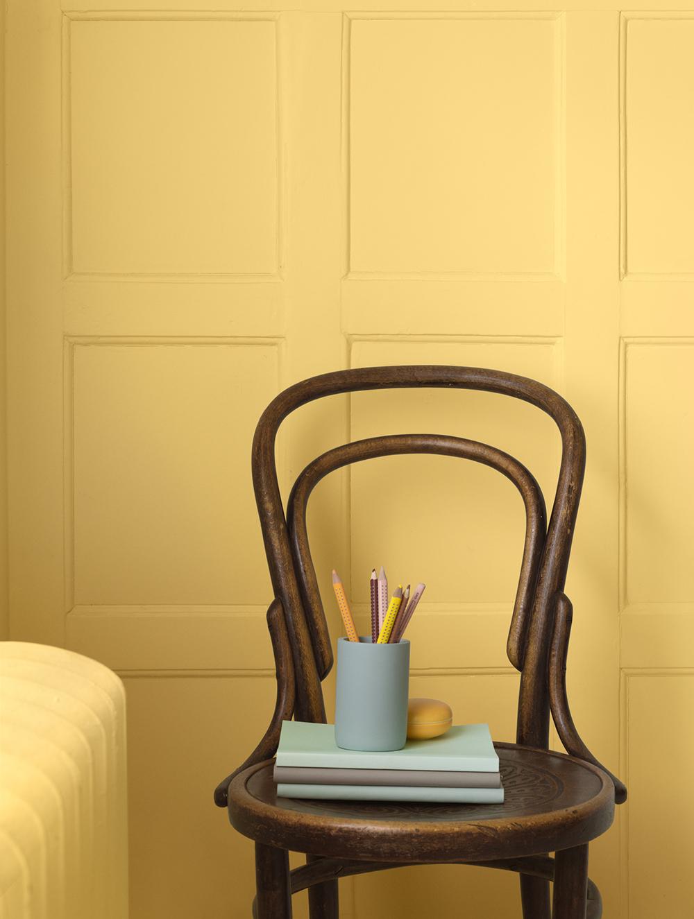 711 Fevik är en gul färg från Alcro