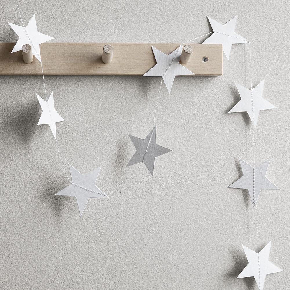 Girlang med vita stjärnor från Granit