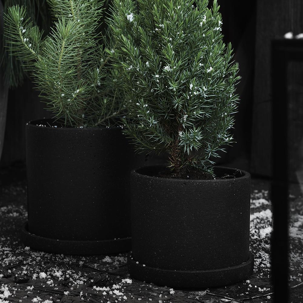 Svarta krukor från Granit