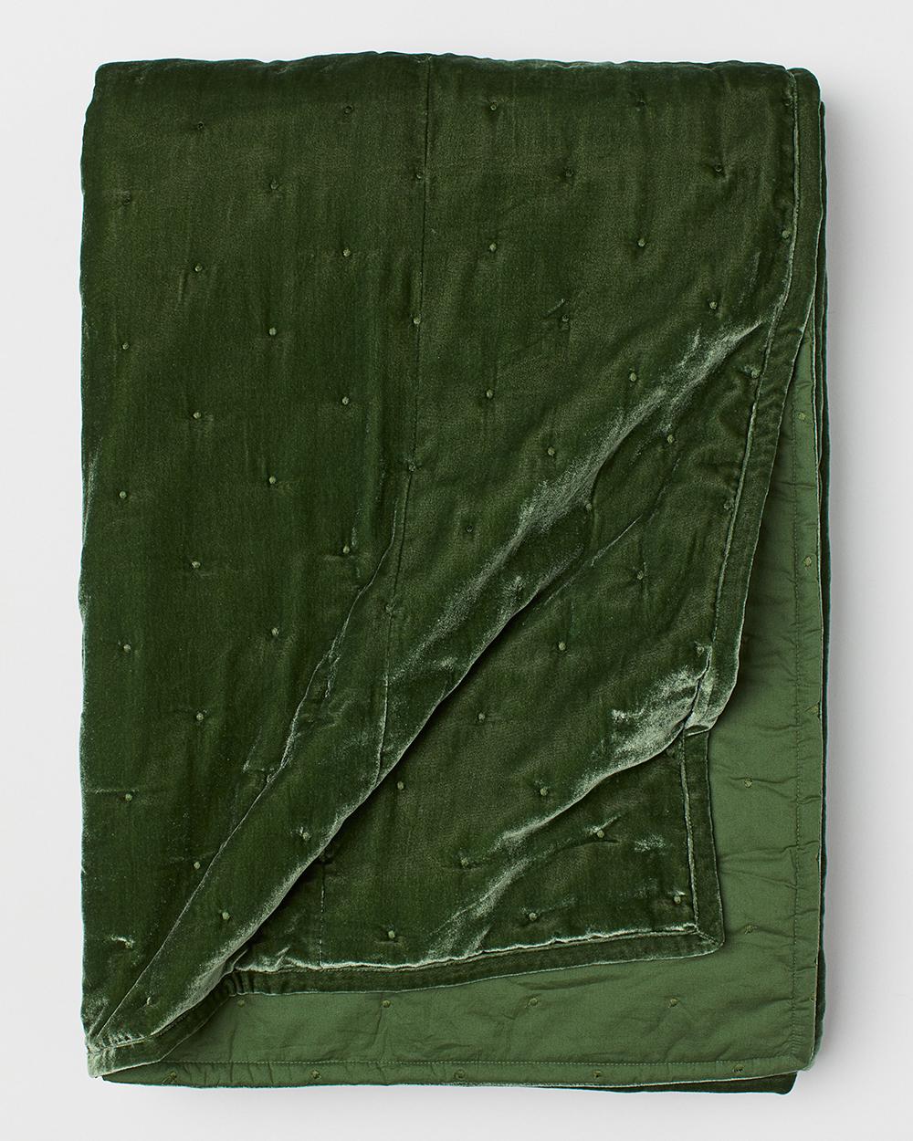 grönt sammetsöverkast från H&M Home