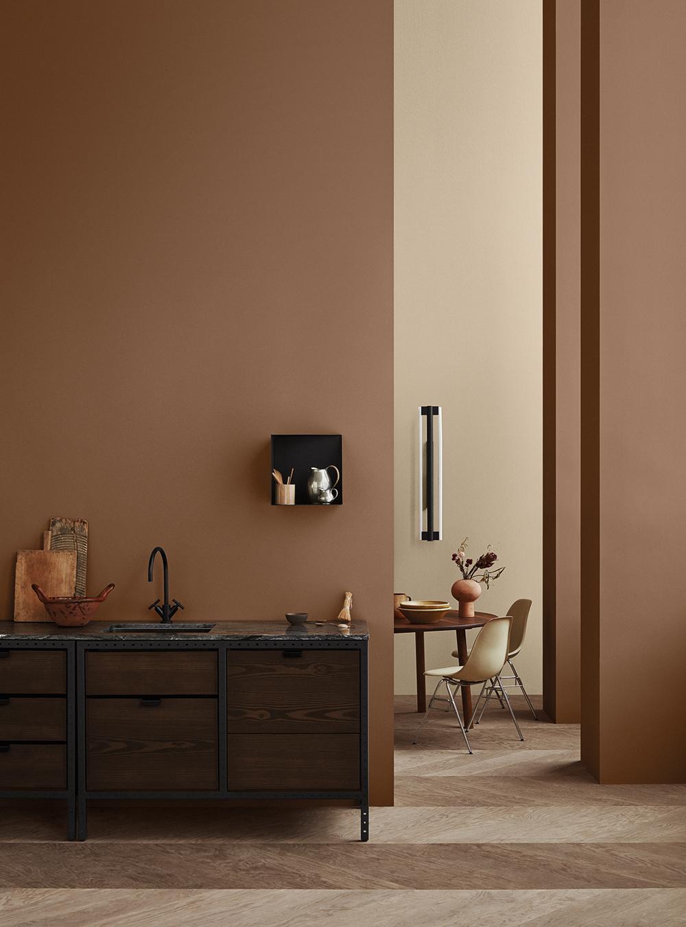 Diskret värme med väggar i bränd orange, 11175 Adventure, kombinerad med grågult, 11174 Curious Mind
