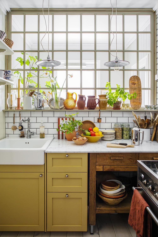 Kök i trendigt gul färg