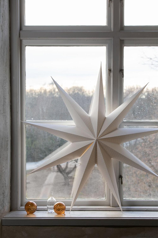 Vit julstjärna i fönster, från Watt & Veke