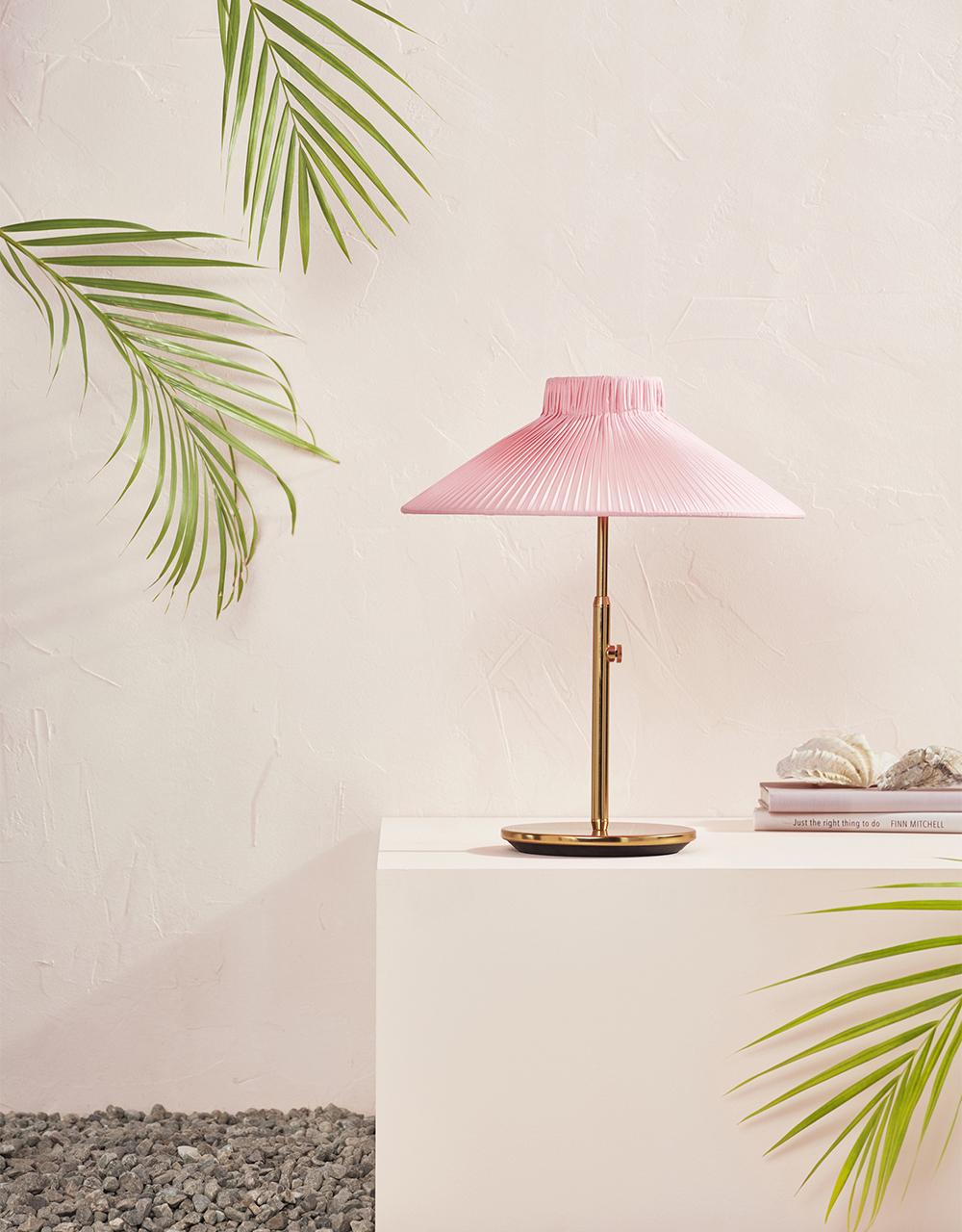Rosa lampa från Ikea-katalogen 2020