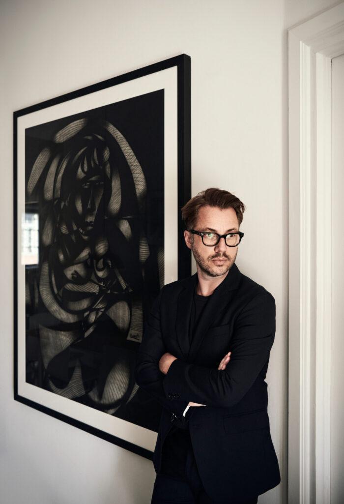 Stilsäker minimalism hos designern i Stockholm