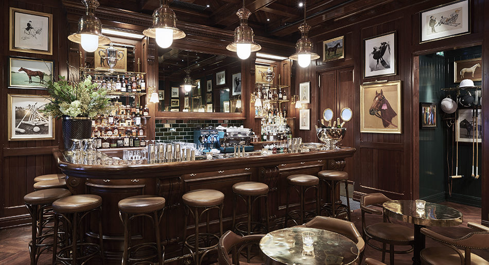 Ralph Lauren öppnar bar i London – inredd i mässing och mörkt trä ...