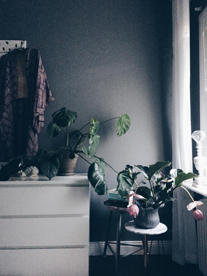 sovrum-byra-kimono-mednilla-monstera-inspiration