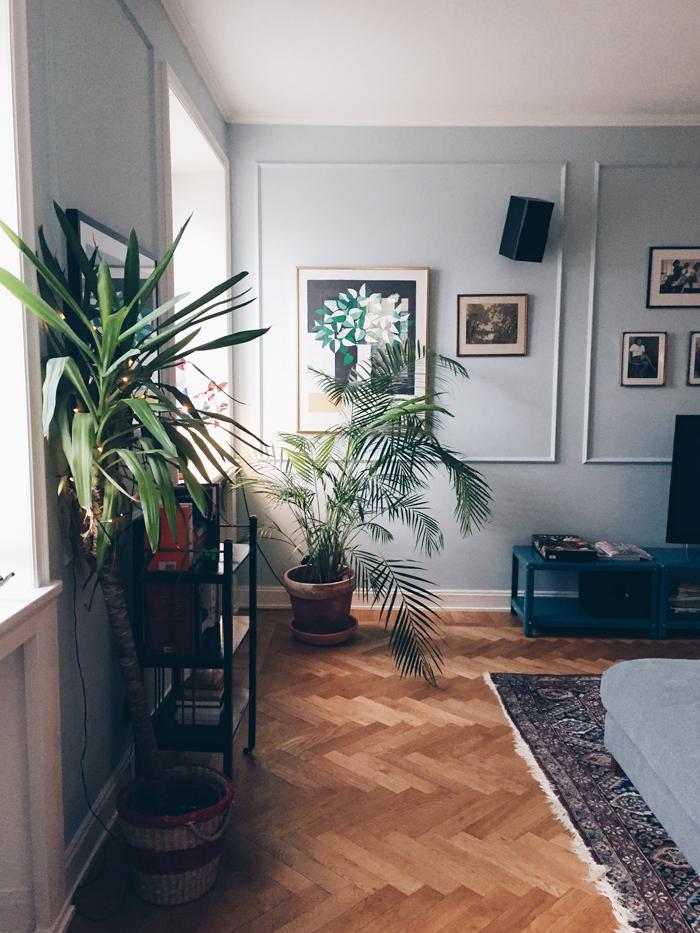 Hemma-hos-matilde-skold-waltzing-matilde-mala-bla-vaggar-vardagsrum