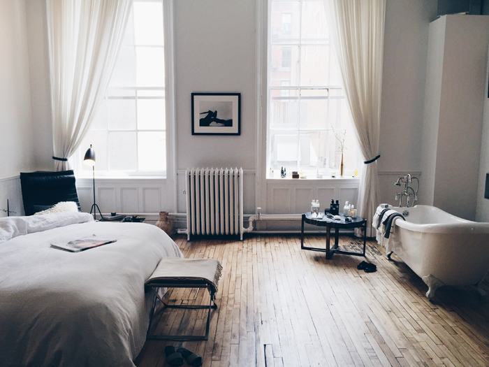 the-apartment-by-the-line-bedroom-bathtub-sovrum-badkar-inspiration