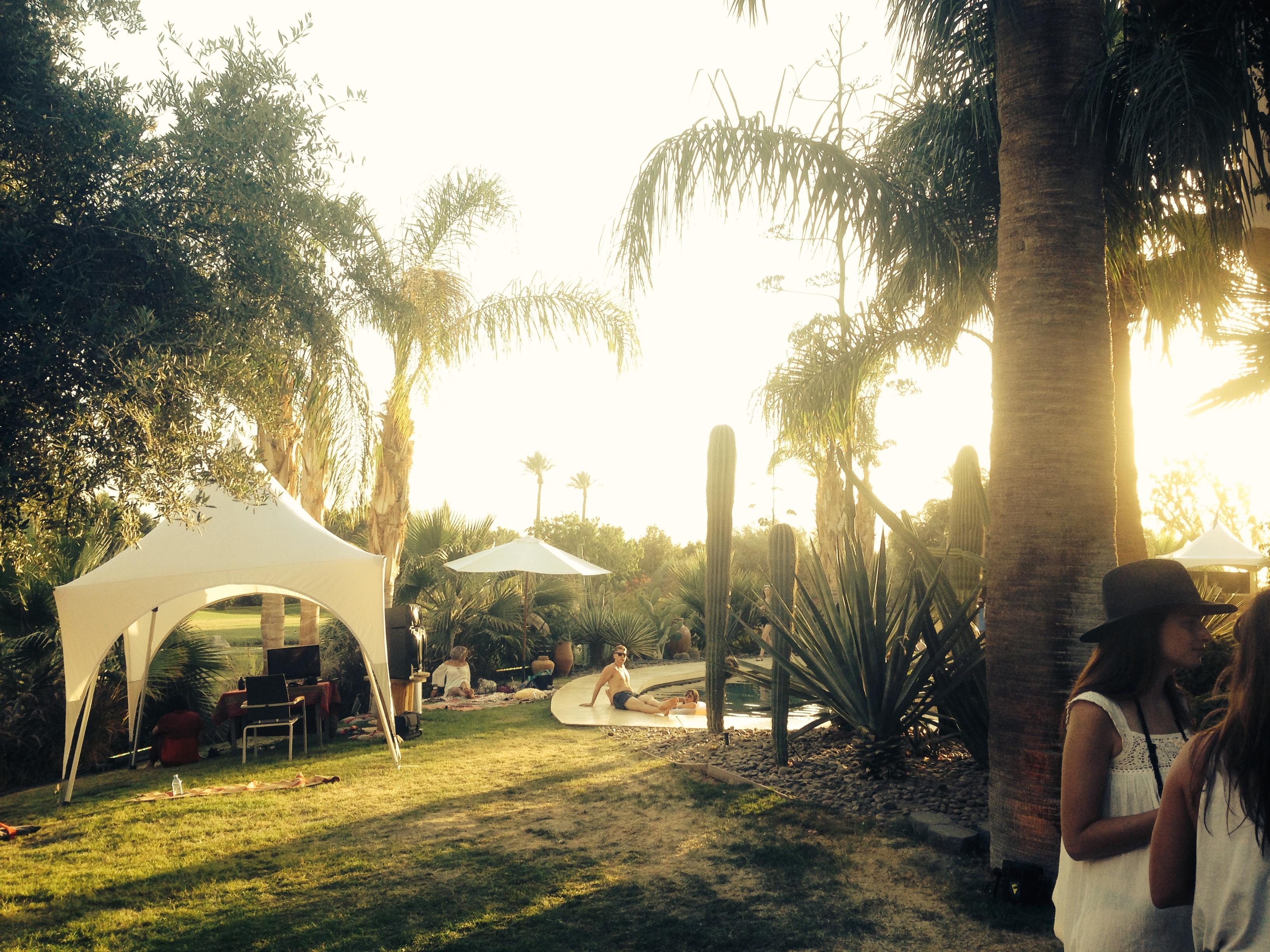 krok upp på Coachella Dating mall PSD
