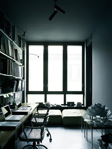 Dark wall inspiration from tommaso sartori ems designblogg for Tommaso sartori