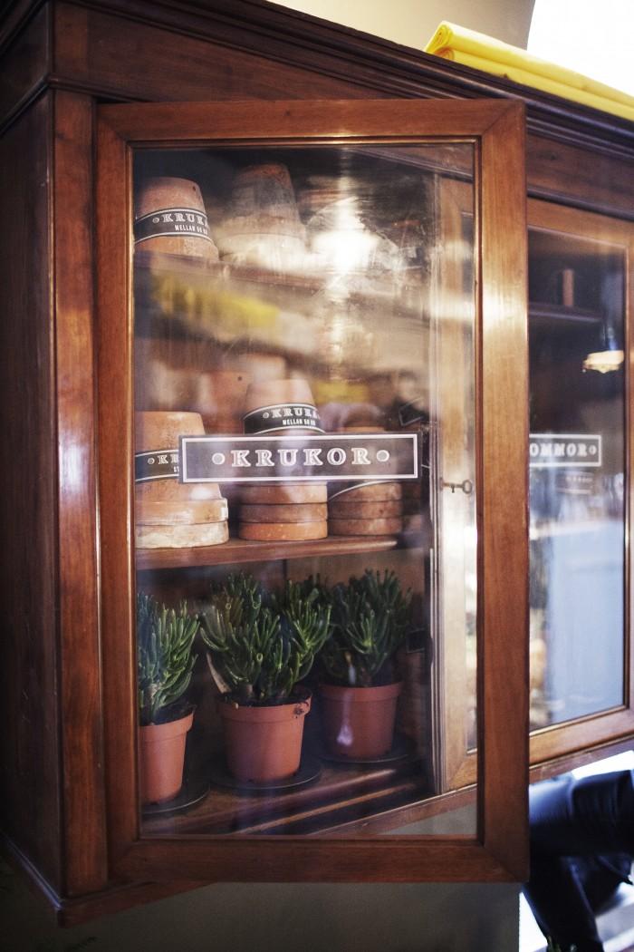flower pots cabinet tous les jours ems designblogg