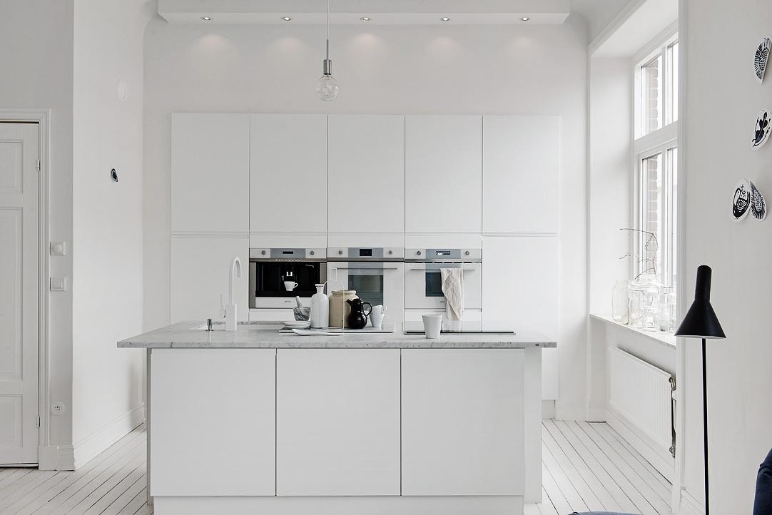 One Pic Wednesday White Minimalist Kitchen Ems Designblogg