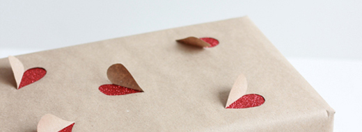 DIY Valentine's Day gift wrapping idea by The House That Lars Built, http://www.thehousethatlarsbuilt.com/2013/02/2-simple-valentines-day-gift-wrapping.html