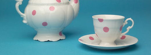 DIY idea: Pink Dots Tea Set. Designer: Maxim Vel?ovský.