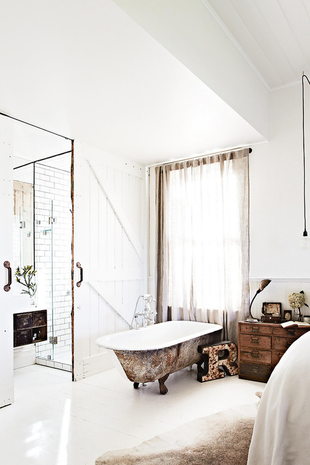 rustic-bathroom-bath-tub-white-mar14-20150605105049~q75,dx1920y-u1r1g0